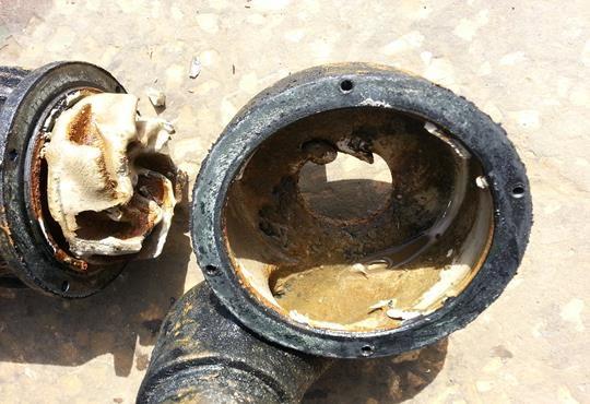 משאבת מים טבולה ישנה לאחר פירוק
